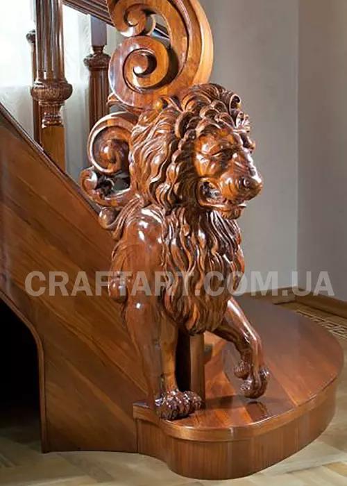 Різьблений лев
