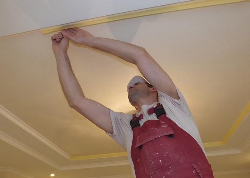 обклеєння стіни перед фарбуванням