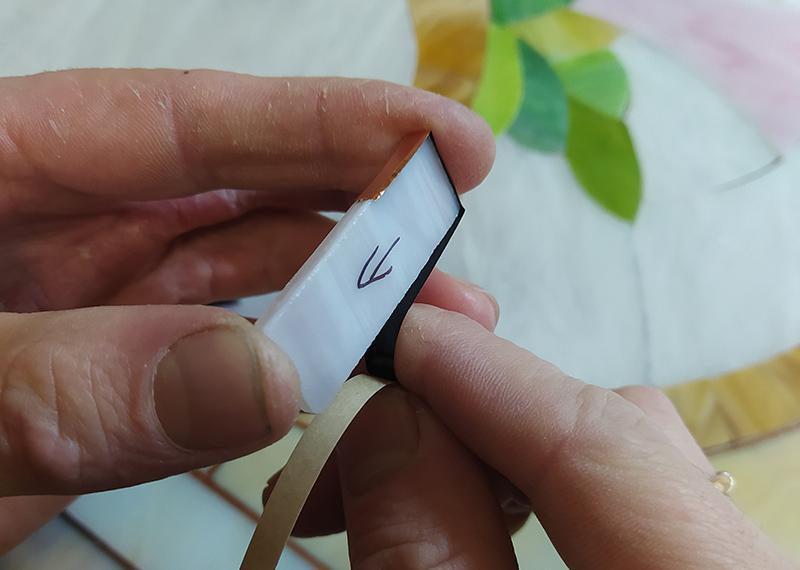 обгортання-вітражного-скла-фолією